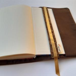 Könyvkabát -parafa textilből, Táska, Divat & Szépség, Varrás, Azoknak, akik utaztatják és szeretik a könyveiket-egy igazi különlegesség: könyvkabát parafából!\nLeí..., Meska