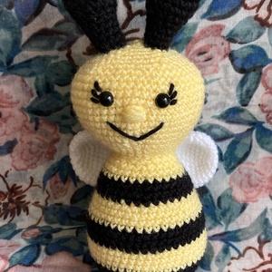 Amigurumi méhecske, Más figura, Plüssállat & Játékfigura, Játék & Gyerek, Horgolás, Saját készítésű horgolt amigurumi méhecske. \nBiztonsági szemekkel.\n Magassága ~ 17 cm. \n, Meska