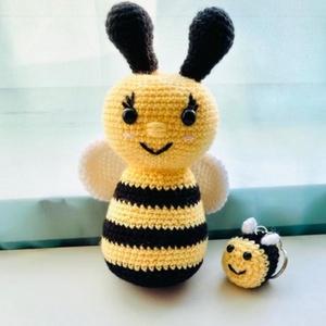 Amigurumi méhecske , Más figura, Plüssállat & Játékfigura, Játék & Gyerek, Horgolás, Saját készítésű horgolt amigurumi méhecske. \nBiztonsági szemekkel.\n Magassága ~ 17 cm. \n\nMini méhecs..., Meska