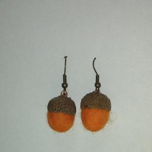Narancssárga nemez makk fülbevaló, Lógó fülbevaló, Fülbevaló, Ékszer, Nemezelés, Más színben is rendelhető, ez esetben max. 4 nap alatt elkészül a termék.\nKb. 1,5 cm x 2cm. A fülbev..., Meska