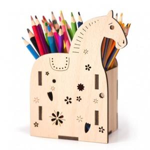 Lovacskás tolltartó, Otthon & Lakás, Papír írószer, Tolltartó & Ceruzatekercs, Famegmunkálás, Ideális gyerekszobába, de egy munkahelyet is nagyon fel tud dobni ez a vidám pacis tolltartó :), Meska