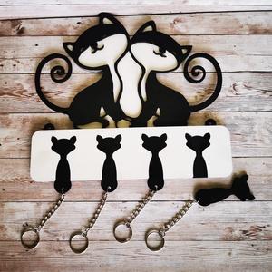Cicás fali kulcstartó 4 db kis cicás kulcstartóval :), Otthon & Lakás, Bútor, Kulcstartó szekrény, Famegmunkálás, Festett tárgyak, Továbbfejlesztettük az egyik legsikeresebb kulcstartónkat! A nagy cicáknak most már vannak kiscicái ..., Meska
