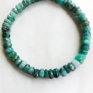 Smaragd karkötő natúr 6-6,5 mm es szemekből, Smaragd karkötő, a szeretet mélysége, Ékszer, Karkötő, Üdvözlöm a boltomban.  Bármilyen méretben rendelhető. Eredeti natúr 6-6,5 mm es élénk tiszta zöld sz..., Meska