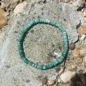 Smaragd karkötő natúr 4-5 mm es szemekből, Smaragd karkötő, a szeretet mélysége, Ékszer, Karkötő, Üdvözlöm a boltomban.  Eredeti natúr 4-5 mm es halvány zöld szemekből álló smaragd karkötő gumis szá..., Meska