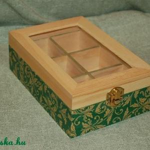 Teás doboz zöld-arany barokkos mintával, Tea & Kávé tárolás, Konyhafelszerelés, Otthon & Lakás, Decoupage, transzfer és szalvétatechnika, A termék ára: 3 200 Ft\n\nA 6 rekeszes, üveg tetejű teás doboz tömör fenyőből készült, melyet decoupag..., Meska