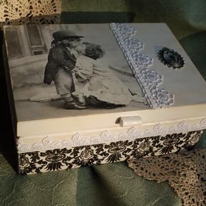 Esküvős vagy teás doboz vintage stílusban, Doboz, Emlék & Ajándék, Esküvő, Decoupage, transzfer és szalvétatechnika, Ez az esküvős doboz nagyszerű ajándék lehet házasság kötésekor ajándékba, házassági évfordulóra.\n\nDe..., Meska