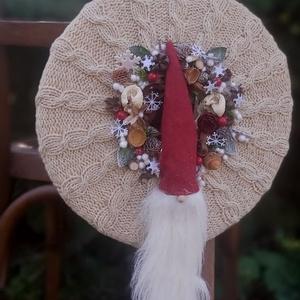 """Manós, kézzel kötött alapon ajtódísz, falidísz, Otthon & Lakás, Karácsony & Mikulás, Karácsonyi kopogtató, Kötés, Mindenmás, Sík alapra készített őszi-téli ajtódísz, falidísz.\nKézzel kötött \""""pulcsija\""""van.\n\nMérete :33cm..., Meska"""