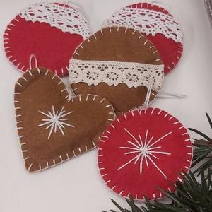 Kézzel varrt karácsonyi fílc dekoráció, Karácsony & Mikulás, Karácsonyfadísz, Varrás, Kézzel varrott fílc karácsonyfadíszek.\nMérete 5-6cm\nAz ár egy csomagra értendő., Meska