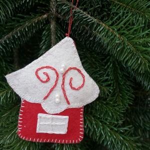 Kézzel varrt karácsonyi fílc házikó, Karácsony & Mikulás, Karácsonyfadísz, Varrás, Kézzel varrott fílc karácsonyfadíszek.\nMérete 13cm\nAz ár egy csomagra értendő., Meska