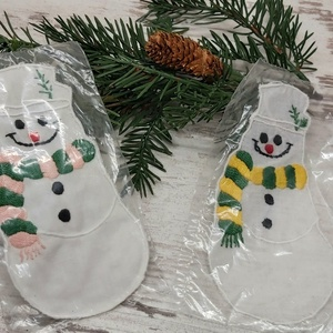 Kézzel hímzett hóember  karácsonyfadísz, ablakdisz, Karácsony & Mikulás, Karácsonyfadísz, Varrás, Kézzel hímzett egyedi karácsonyfadísz.\nMérete 15 cm, Meska
