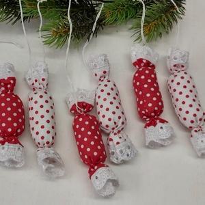 Textil szaloncukor, karácsonyfadísz, Karácsony & Mikulás, Karácsonyi dekoráció, Varrás, Piros pöttyös textíl szaloncukrok, karácsonyfadísznek, ajándék kísérőnek.\nTartós dekoráció, ráadásul..., Meska