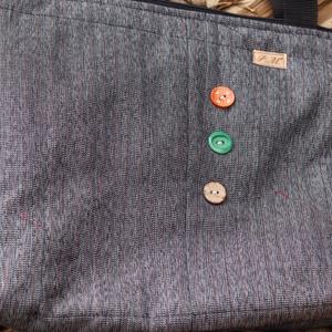 Textíltáska, Táska & Tok, Kézitáska & válltáska, Válltáska, Varrás, Újrahasznosított anyagból készült táska.\nBélelt, strapabíró táska a mindennapokra.\nCsodás ajándék le..., Meska
