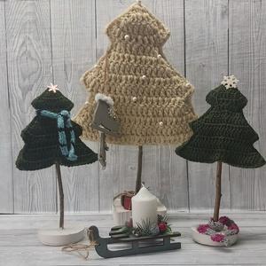 Horgolt fenyőfák téli dekoráció - karácsony - karácsonyi lakásdekoráció - karácsonyi lakásdíszek - Meska.hu