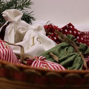 Adventi kalendárium, adventi textílzsákocskák hímzett számokkal kisfiúknak, Karácsony & Mikulás, Adventi naptár, Varrás, Hímzés, Adventi textíl zsákocskák a kisfiúknak, gyermek lelkű felnőtteknek hímzett számokkal\n24 darab színbe..., Meska
