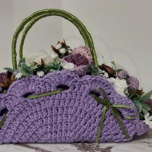 Lila horgolt ridiküll lakásdekoráció, születés-névnapra vagy esküvői szülőköszöntőnek, Esküvő, Emlék & Ajándék, Szülőköszöntő ajándék, Horgolás, Mindenmás, Íves horgolt virágbox, virágkosár, horgolt virágokkal.\n\nEgyedi ajándék vagy saját magad számára.\nHos..., Meska