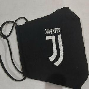 Juventus egyedi hímzett maszkok, arctakarók, Maszk, Arcmaszk, Varrás, Hímzés, \n\nGépi hímzéssel készítek egyedi logozott, feliratos maszkokat.\nBelső üzenetben meg tudjuk beszélni ..., Meska