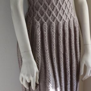 Kézzel kötött, csinos női ruha, Ruha & Divat, Női ruha, Ruha, Kötés, Kézi kötéssel, egyedi tervezés alapján készült a fotón látható szürke ruha.\nEgy olyan fazon és minta..., Meska