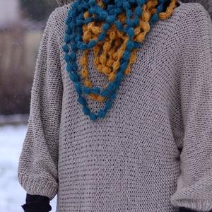 Egyszerű kézzel kötöt pulóver - Meska.hu