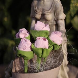Rózsaszín textílrózsacsokor, dekoráció, anyáknapi, ballagási csokor, Otthon & Lakás, Dekoráció, Csokor & Virágdísz, Varrás, Gyönyörű 5 szálas textílrózsacsokor.\nLakásdekoráció, örökcsokor, anyáknapi vagy ballagási csokor lán..., Meska