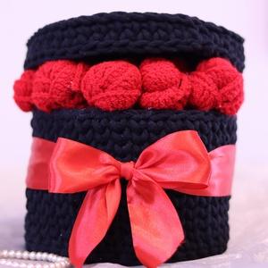 Horgolt kalapdoboz, horgolt rózsabox, ajándékötlet, Otthon & Lakás, Dekoráció, Asztaldísz, Horgolás, Horgolt rózsabox ????????\n Mindenki szeret rózsát ajándékozni és kapni.\nMost nemcsak a rózsák, de a ..., Meska
