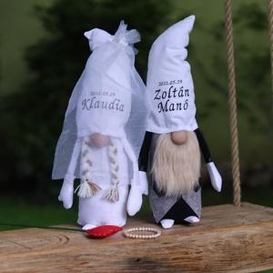 Esküvői manópár, lánybúcsú, legénybúcsú nászajándék, Esküvő, Emlék & Ajándék, Nászajándék, Varrás, Cuki manópáros esküvőre!\nKérhető saján névvel,  dátummal.\nMérete kb. 30cm\nAz elkészítési időt kérlek..., Meska
