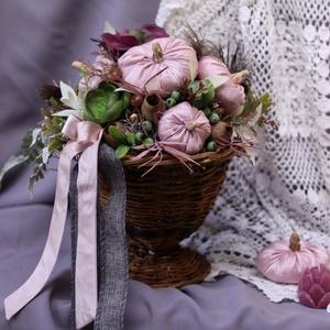 Púder rózsaszínt selyem tököcskékkel díszített fonott kaspó , őszi adztaldísz, Otthon & Lakás, Dekoráció, Asztaldísz, Horgolás, Mindenmás, Meska