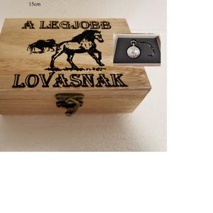 Lovas ajándék doboz, fából, egyedi, kézműves, Zsebórával, Otthon & Lakás, Dekoráció, Díszdoboz, Famegmunkálás, Egyedi, fából készült, lovas doboz ajándék zsebórával.\n\nA doboz mérete: 15*10cm.\nA zsebóra átmérője ..., Meska