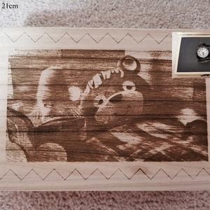 Tv Maci retro ajándék doboz, fából, egyedi, kézműves, Zsebórával, Otthon & Lakás, Dekoráció, Díszdoboz, Famegmunkálás, Egyedi, fából készült, Tv Maci retro doboz ajándék zsebórával.\n\nA doboz mérete: 21*16cm.\nA zsebóra á..., Meska
