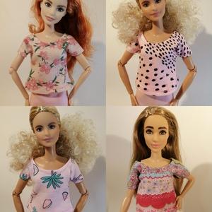 Barbie póló, Játék & Gyerek, Baba & babaház, Babaruha, babakellék, Varrás, Kerek nyakú tavaszi pólócskák, vidám színekben.\nA póló hátul zárt, felülről lehet a babára adni. \nNé..., Meska