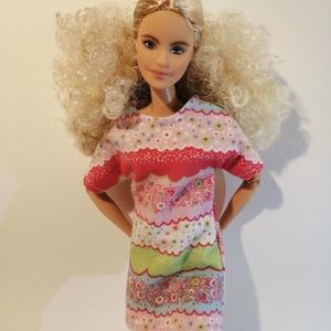 Barbie póló fazonú ruha, több szín, Játék & Gyerek, Baba & babaház, Babaruha, babakellék, Varrás, Miniruha egy méretben, mely többféle babára is illik.\nHátul tépőzárral záródik.\nNézz körül a boltomb..., Meska