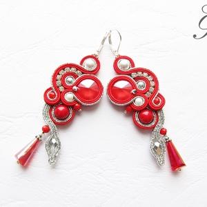 SF216 Piros ezüsttel swarovski sujtás fülbevaló, Ékszer, Fülbevaló, Lógó fülbevaló, Piros csillogó ezüsttel swarovski kristályos fülbevaló. Piros és fémszálas ezüst sujtás zsinórral öl..., Meska
