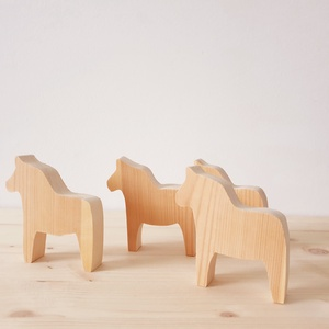 Dala ló, Otthon & lakás, Dekoráció, Gyerek & játék, Játék, Fajáték, Famegmunkálás, Festett tárgyak, Ez a fenyőfából készült lovacska a svéd kultúrából ismert Dala lovacska. A fa ló kezeletlen, nincs f..., Meska