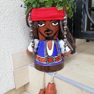 Jack Sparrow kapitány virágtartó, kaspó , Otthon & lakás, Dekoráció, Lakberendezés, Kaspó, virágtartó, váza, korsó, cserép, Kerti dísz, Nemezelés, Kerámia, Egyedi készítésű, a Karib tenger kalózai filmből vett ihlet alapján, Jack Sparrow kapitány. Alapanya..., Meska