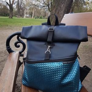 Roll top kék kockás műbőr hátizsák, Táska, Táska, Divat & Szépség, Hátizsák, Varrás, Kék kockás műbőrből készült hátizsák, elején nagy cipzáros zsebbel.\n\nMéretei:\nSzélesség: 25-32 cm\nMa..., Meska