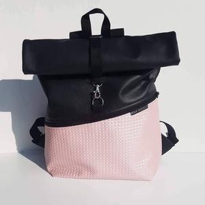 Roll top rózsaszín műbőr hátizsák, Roll top hátizsák, Hátizsák, Táska & Tok, Varrás, Halvány rózsaszín kockás műbőrből készült strapabíró hátizsák, elején nagy cipzáros zsebbel, gyöngyv..., Meska