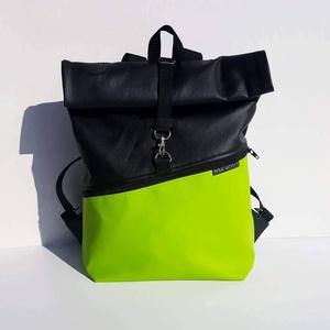 Roll top neon zöld műbőr hátizsák, Roll top hátizsák, Hátizsák, Táska & Tok, Varrás, Neon zöld műbőrből készült hátizsák, elején nagy cipzáros zsebbel.\n\nMéretei:\nSzélesség: 25-32 cm\nMag..., Meska
