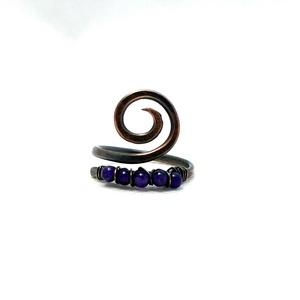 Lila vörösréz gyűrű, lila gyöngyös csigás gyűrű (PerAnnaEkszer) - Meska.hu