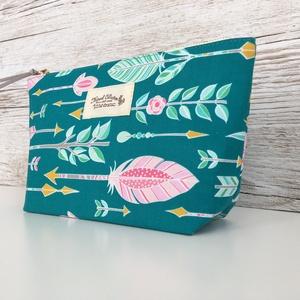 Neszeszer türkiz táska rózsaszín mintás neszesszer, Táska & Tok, Neszesszer, Türkiz zöld alapon, rózsaszín nyílmintás neszeszer piperék, sminkek, mindennapi táskába való kelléke..., Meska