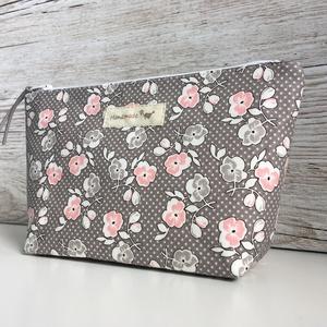Neszeszer szürke-rózsaszín virágos neszesszer táska, Táska & Tok, Neszesszer, Annyira megtetszett ez a kellemes, rózsaszín-szürke kisvirágos mintás anyag, hogy egyszerűen nem tud..., Meska