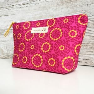 Pink-sárga neszesszer pipere táska, Táska & Tok, Neszesszer, Varrás, Sötét pink alapon sárga mintás neszesszer piperék, sminkek, mindennapi táskába való kellékek számára..., Meska