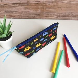 Autós tolltartó neszesszer gyereknap, Táska & Tok, Neszesszer, Fekete alapon színes autós mintás tolltartó kb. 15-20 db normál méretű ceruza/toll/filctoll tárolásá..., Meska