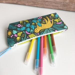 Párduc a dzsungelben tolltartó neszesszer gyereknap, Játék & Gyerek, Menő, párduc-dzsungel mintás tolltartó, mely kb. 15-20 db normál méretű ceruza/toll/filctoll tárolás..., Meska