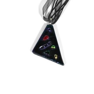 Akciós Lilás fémes háromszög üvegmedál, Ékszer, Nyaklánc, Medálos nyaklánc, Ékszerkészítés, Üvegművészet, Őszi akció! A medál eredeti ára 3300 Ft. \nKülönleges lilásan-fémesen csillogó fekete üveget díszítet..., Meska