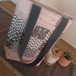 Egyedi patchwork táska , Táska & Tok, Kézitáska & válltáska, Válltáska, Varrás, Patchwork, foltvarrás, Patchwork technikával készült, szürke-rózsaszín válltáska. Igazán egyedi, ebből a fazonból és minták..., Meska