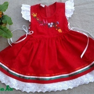 Kalocsai hímzett lányka ruha, Ruha & Divat, Ruha, Babaruha & Gyerekruha, Kalocsai hímzett lányka ruha, kétoldalt fűzővel szabályozható a bősége. 80-134-es méretig készítem.K..., Meska
