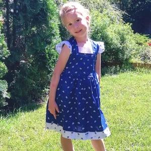 Kékfestő lányka ruha, Táska, Divat & Szépség, Ruha, divat, Gyerekruha, Gyerek (1-10 év), Varrás, Kékfestő lányka ruha, kétoldalt fűzővel szabályozható a bősége. 80-140 es méretig készítem...., Meska