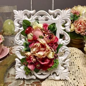 Vintage pompás virágkép, Otthon & lakás, Lakberendezés, Dekoráció, Dísz, Mindenmás, Virágkötés, Kedves és romantikus kompozíció valósághű változatos virágokból, mely jókedvre derít mindenkit.\nA vi..., Meska