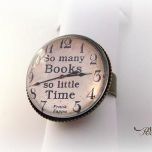 Könyv Könyvmoly Gyűrű Könyves , Ékszer, Gyűrű, Üveglencsés gyűrű, Ékszerkészítés, A könyvek illata ihlette ezt a gyűrűt...\nAz olvasás és a könyvek szerelmeseinek ajánlom ezt az egyed..., Meska