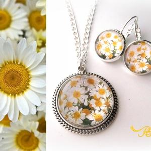 Kamilla nyaklánc fülbevaló szett virág nyár romantikus természet, Ékszer, Ékszerszett, Nyaklánc, Fülbevaló, Ékszerkészítés, A természet lánya. . . \n\nA természet szépségein belül a magyar táj jellegzetes virágait rejtem most ..., Meska
