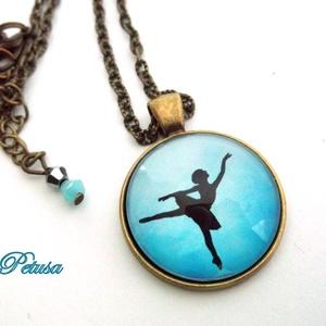 Balerina nyaklánc táncos balett tánc balerinás, Ékszer, Nyaklánc, Gyerek & játék, Ékszerkészítés, Balerina nyaklánc\n\nRomantikus, bájos táncoló balerinás nyakláncot készítettem. Színátmenetes kék és ..., Meska